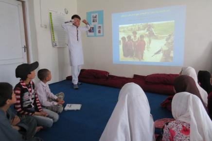 Ali teaching nonviolence to Afghan Street Kids: photo by Hakim