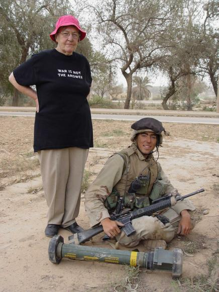 Cynthia Banas and a U.S. Marine (Baghdad, 2003): Photo by Jon Stephenson